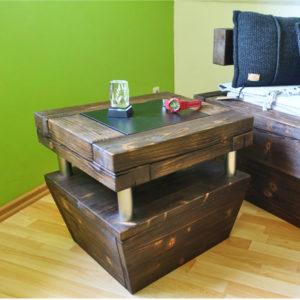 Nachttisch aus Balkenholz mit Ablage
