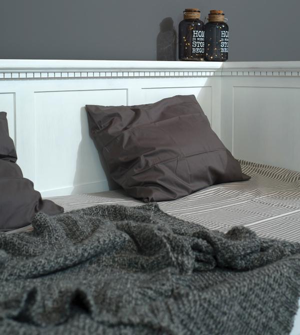 Bett - Couch mit Lehne