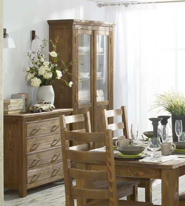 vitrine mit glast ren gro klassisch massiv aus holz. Black Bedroom Furniture Sets. Home Design Ideas
