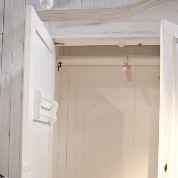 Gürtel- und Krawattenhalter im Landhausschrank