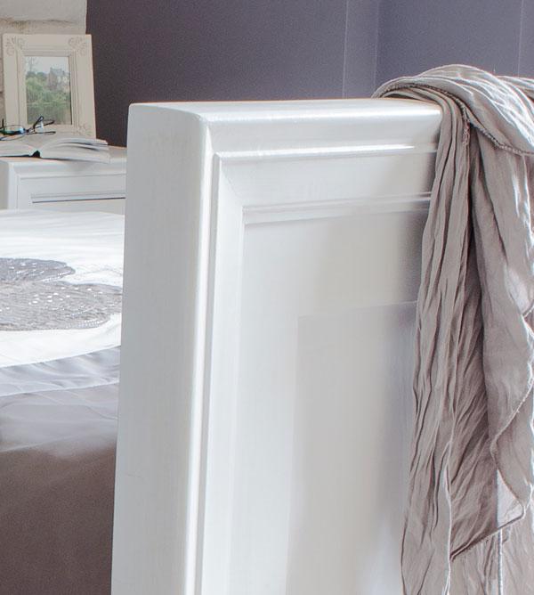 Holzbett in Weiß massiv Kiefer Shabby chic Stil