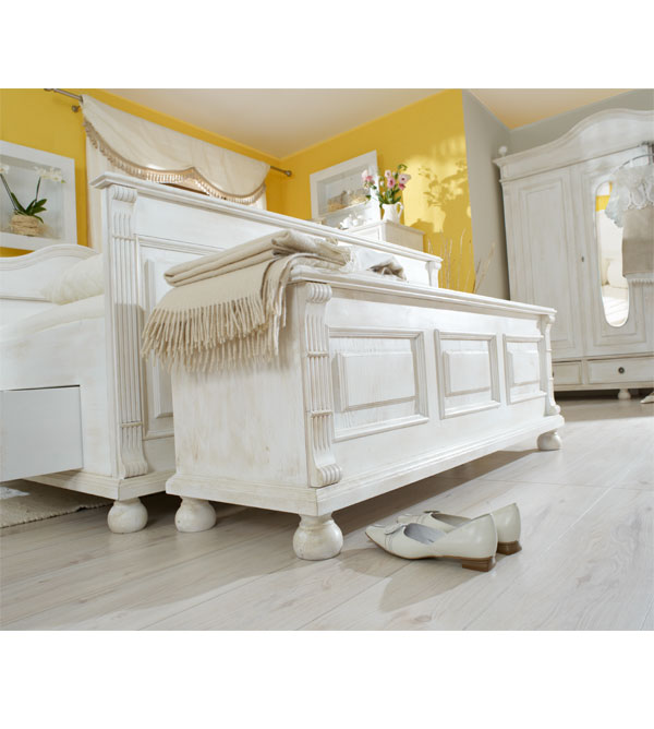 truhe im landhausstil verschiedene gr en massiv aus holz. Black Bedroom Furniture Sets. Home Design Ideas