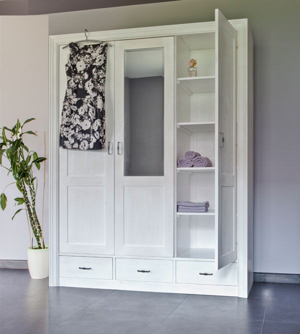 kleiderschrank 3 t rig mit spiegel schubladen optional massiv aus holz. Black Bedroom Furniture Sets. Home Design Ideas