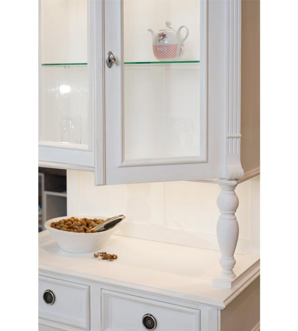 Küchenschrank mit Innenbeleuchtung