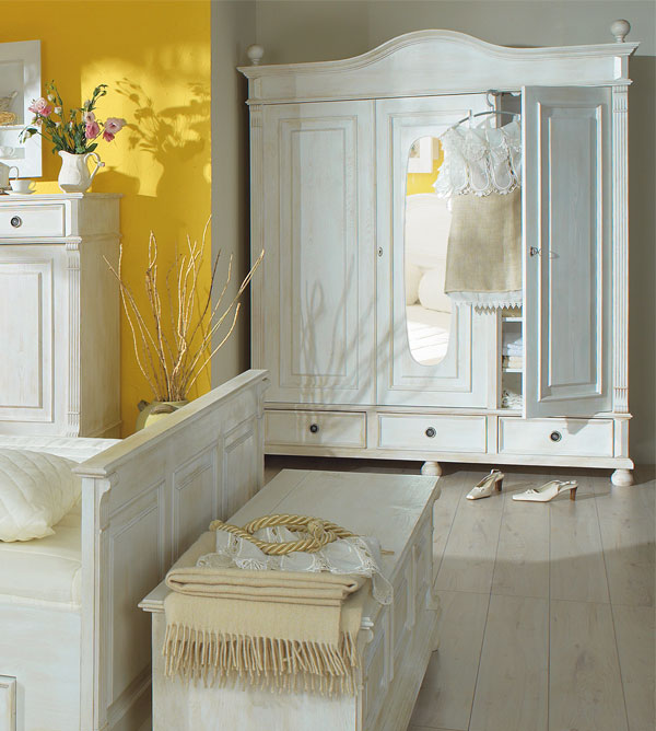 Landhaus Kleiderschrank In Antik Weiß · Massivholz Kleiderschrank ...