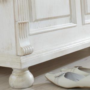 Landhaus Wohnzimmerschrank in Vanillefarben shabby chic