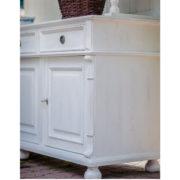 Landhausschrank in Weiß shabby chic Stil
