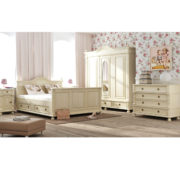 Landhausstil Landhausmöbel in Antik weiß