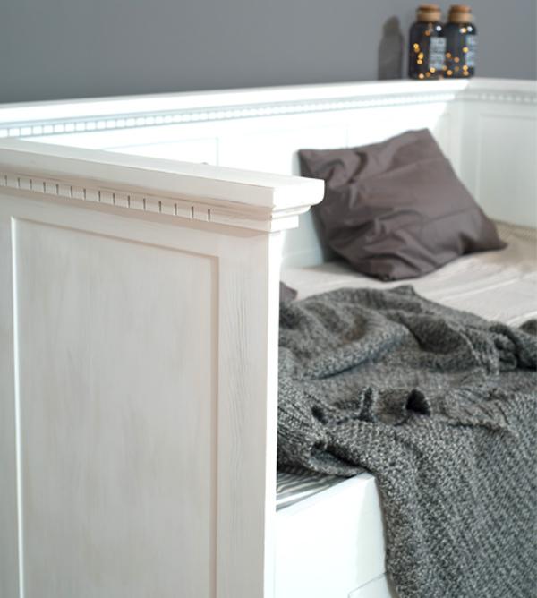 Lehne-Bett in Weiß