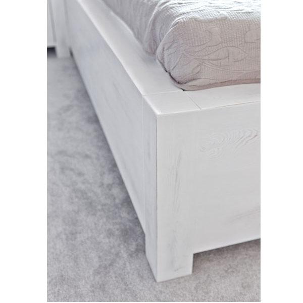 Massivholzbett weiß Farbe einfach