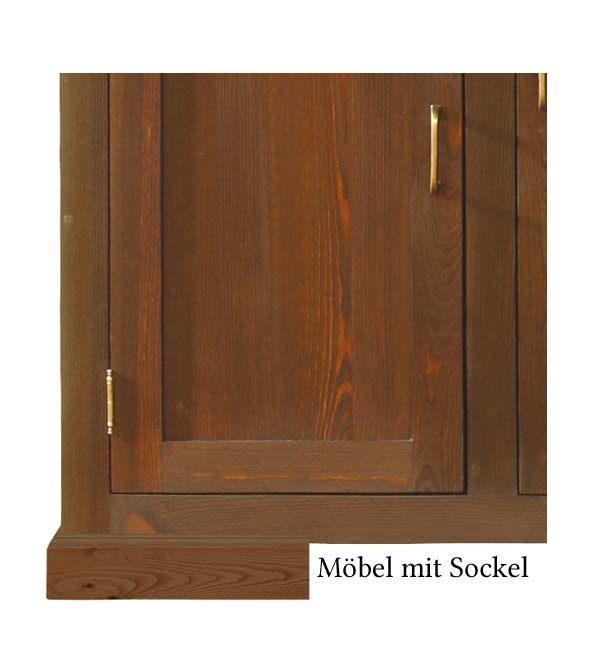 Massivholzmöbel mit Sockel