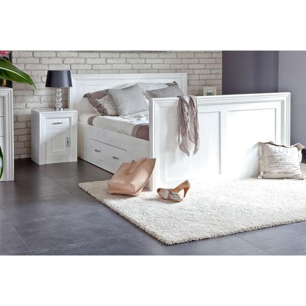 Massivholzmöbel in Weiß in Schlafzimmer