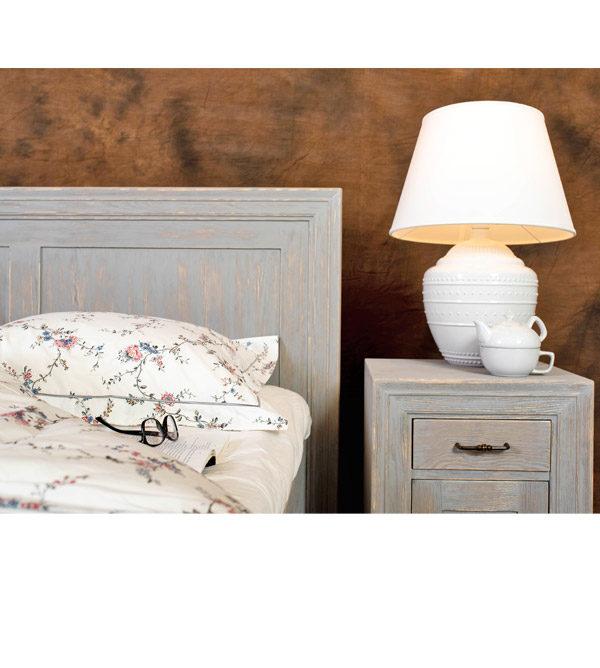 Holzmöbel im Farbton Grau RAL gewischt und gebürstet