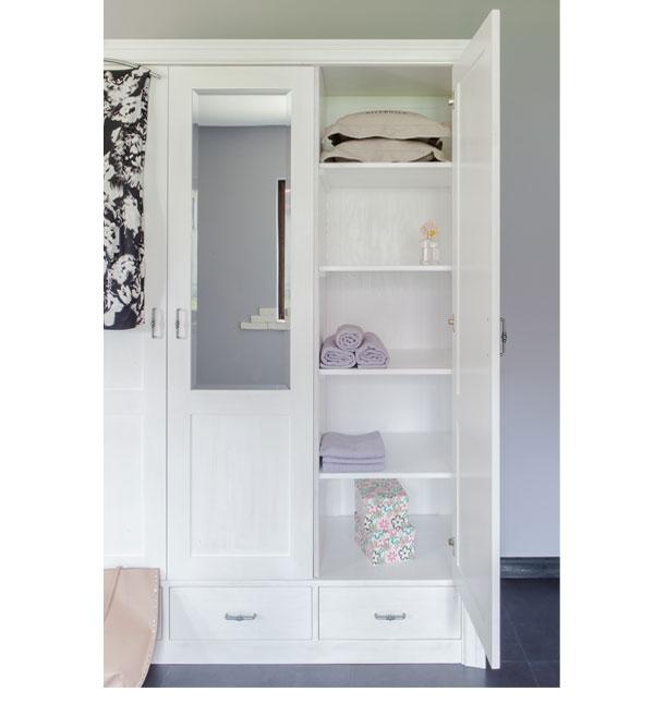 kleiderschrank 3 t rig mit spiegel schubladen optional massiv aus holz. Black Bedroom Furniture Sets. Home Design Ideas