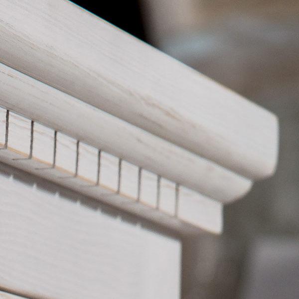 Weißes Massivholz Bett in Alt weiß