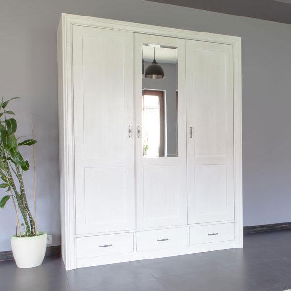 3-türiger Kleiderschrank Massivholzmöbel