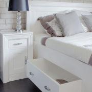 Weißes Holzbett in Shabby Chic Stil