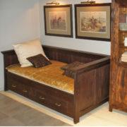 Bett mit Lehne Kolonial Farbe