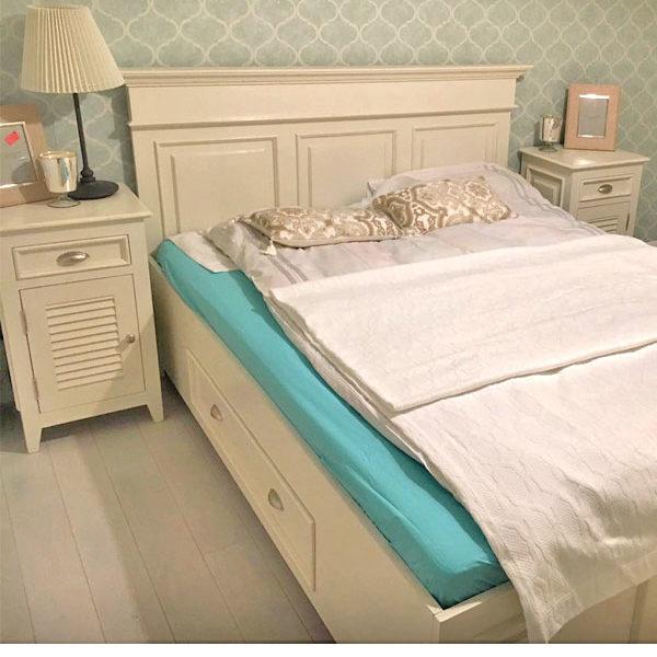 Landhaus Doppelbett in Weiß mit geradem Kopfteil