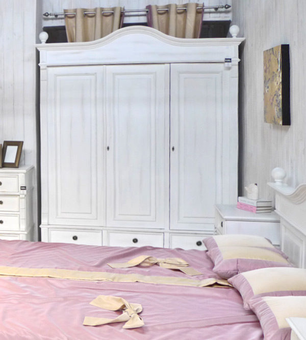 Landhaus Kleiderschrank in Alt weiß
