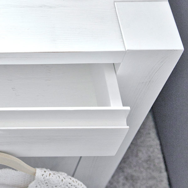 Massives Kiefernholz - Nachttisch-modern
