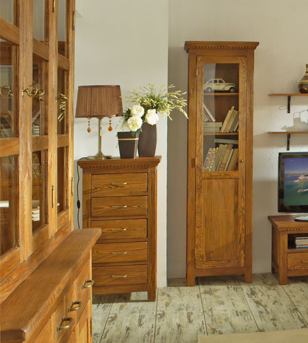 glasvitrine aus holz m bel und heimat design inspiration. Black Bedroom Furniture Sets. Home Design Ideas