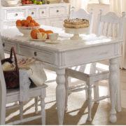 Runder Tisch im Landhausstil in Weiß