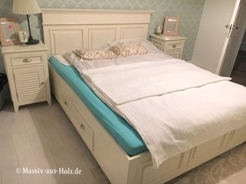 wunschbett bett mit niedrigem fu teil massiv aus holz. Black Bedroom Furniture Sets. Home Design Ideas