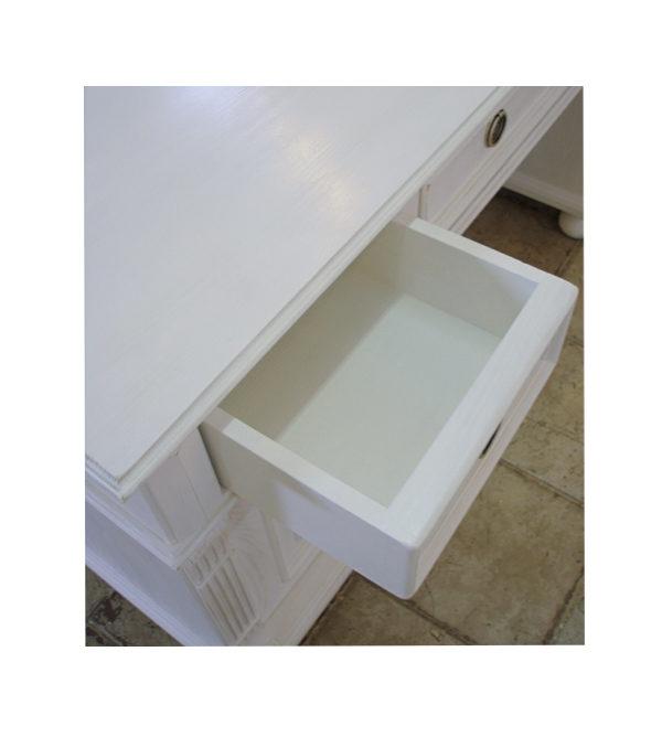 Weißer Schreibtisch im Landhausstil