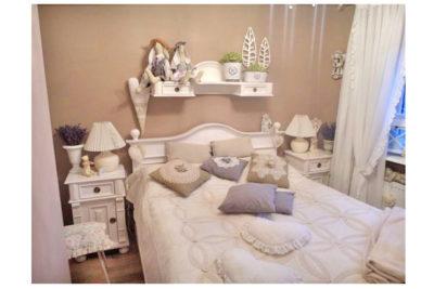 Eine perfekte Wohlfühloase im Schlafzimmer – weißes Landhausbett