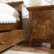Kiefernholz Nachttisch im Schlafzimmer