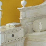 Landhaus Nachttisch in Weiß