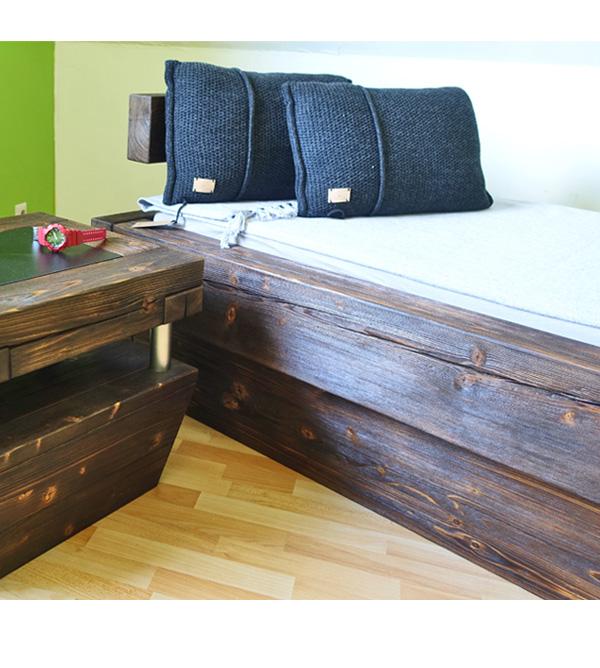 Nachttisch Aus Balkenholz Mit Ablage Farbige Einlage Massiv Aus Holz