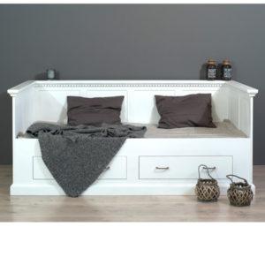 Weißes Holzbett mit Lehne