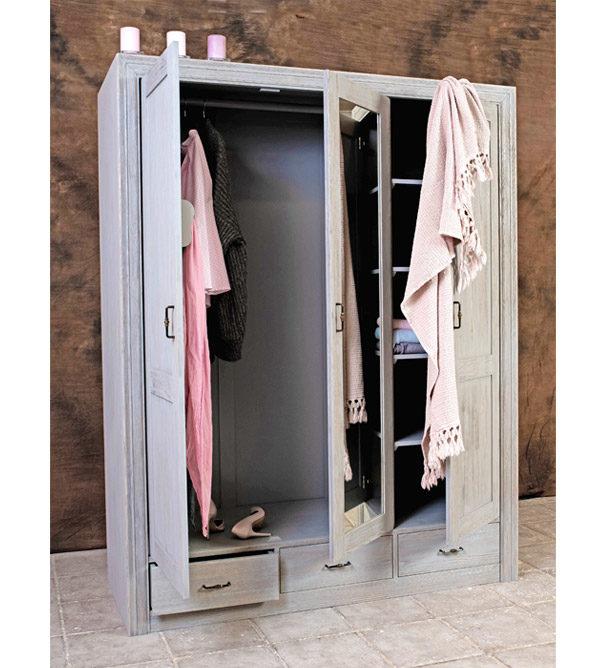 Großer Kleiderschrank aus Massivholz, Farbe: Grau im Shabby Chic Stil, gewischt und gebürstet