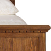 Bett rustikal in Antik hell gebürstet