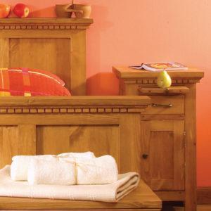 Bett in Naturwachs mit Schubkästen