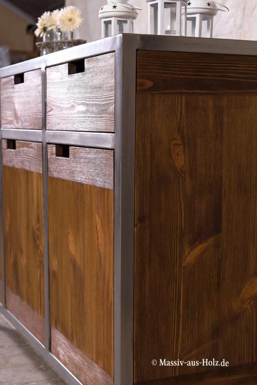 Sideboard im Industriedesign - Metallrahmen und massives Kiefernholz