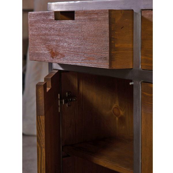 Holzschrank im Industrie Design