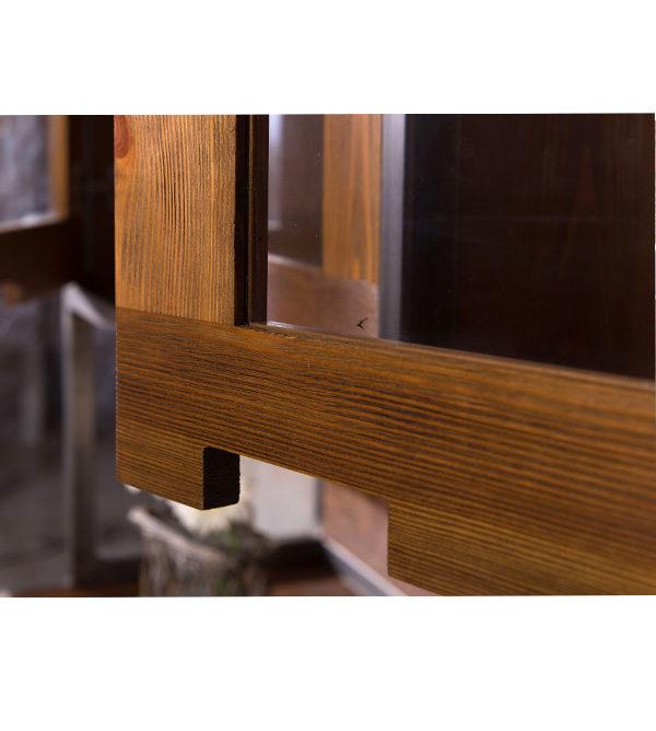 Küchenbuffet aus Holz mit Metallrahmen