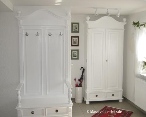 Garderobenschränke im Flur, weiß, massives Kiefernholz