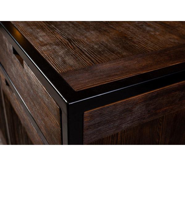 schwarzer Metall Rahmen für Schrank aus Holz
