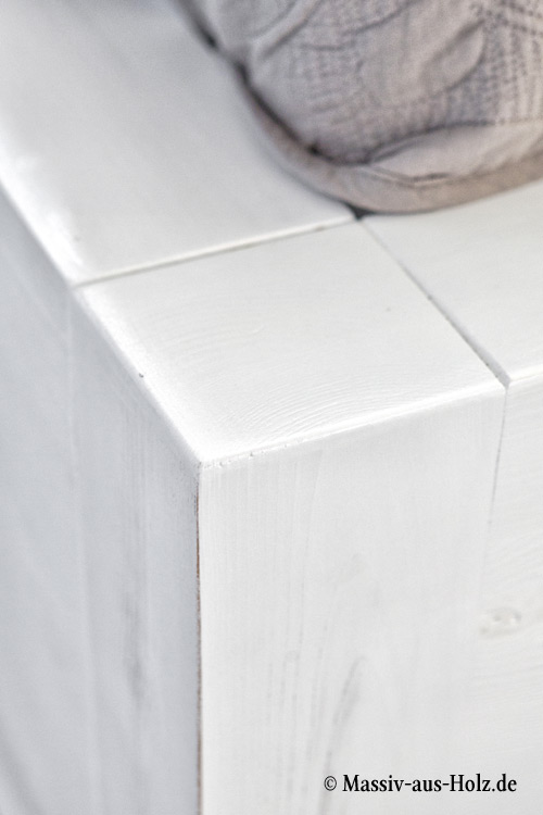 Weißes gewischtes Bett shabby chic modern schlicht