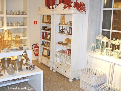 Verkaufsregale in Antik weiß, leicht vanillefarben aus Massivholz
