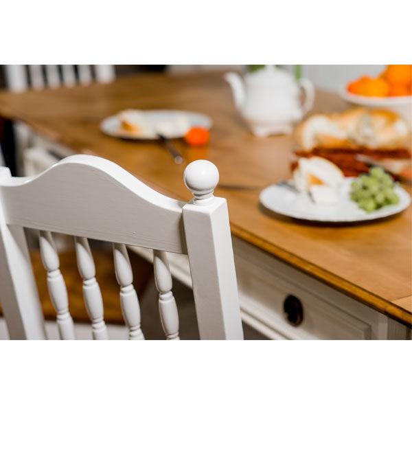 Stuhl aus Holz in Weiß