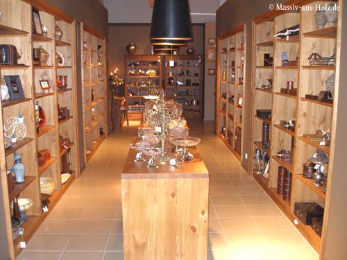 Möbel nach Maß, Holz naturbelassen. Verkaufsregale, Ladeneinrichtung