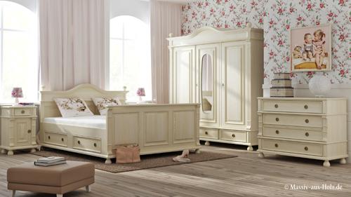 Schlafzimmer im Landhausstil in Antik weiß