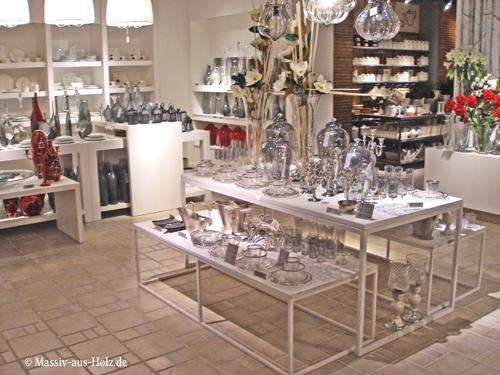 Möbel nach Maß, Holz massiv weiß. Verkaufsregale, Ladeneinrichtung, Verkaufsschränke