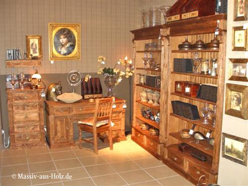 Möbel nach Maß in Antik hell. Regale mit geradem Abschluss