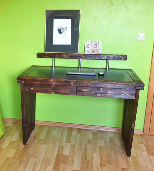 Schreibtisch aus Balkenholz